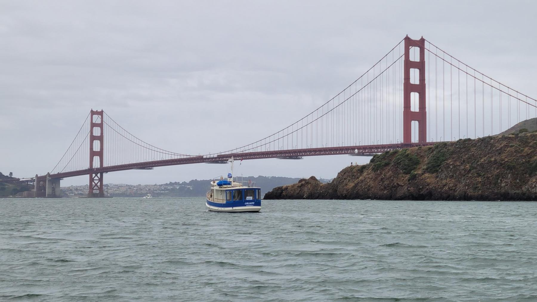 Calliope-heading-to-the-parade-from-Raccoon-Straight-and-Sausalito