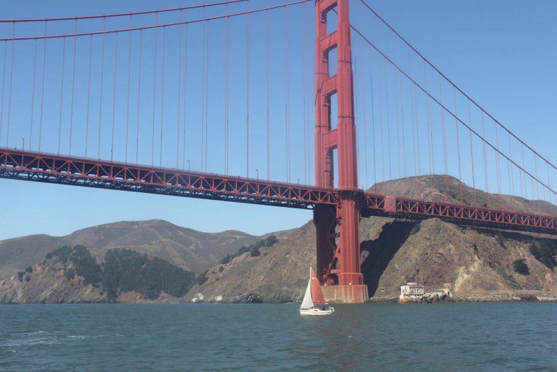 Small boat Golden Gate Bridge