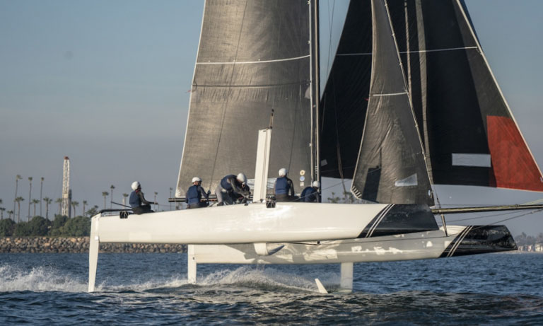 Foiling catamaran