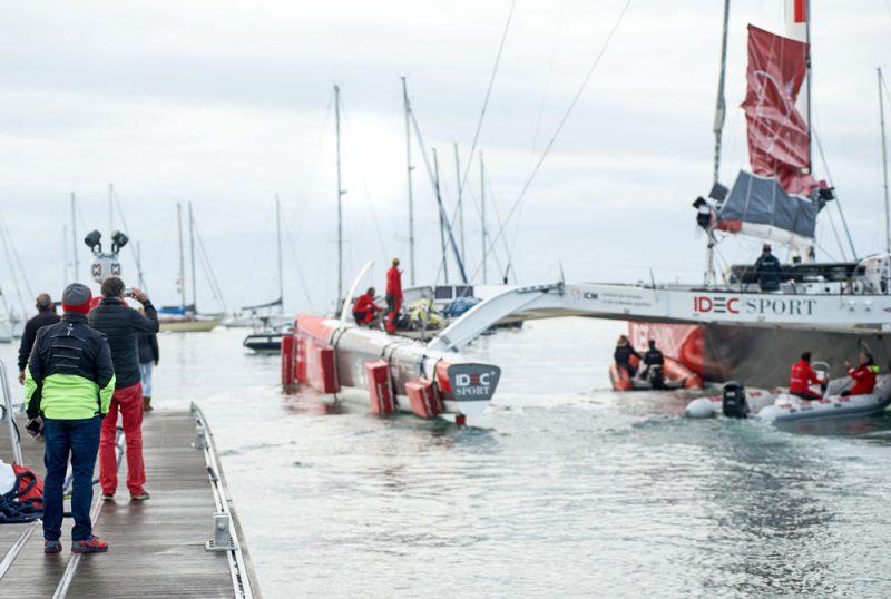 Crews help IDEC Sport leave the dock