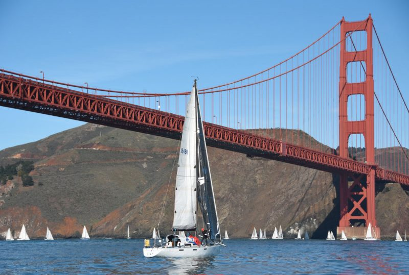 Boats past the Golden Gate Bridge