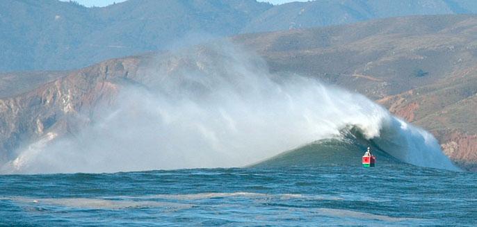 Wave at Point Bonita