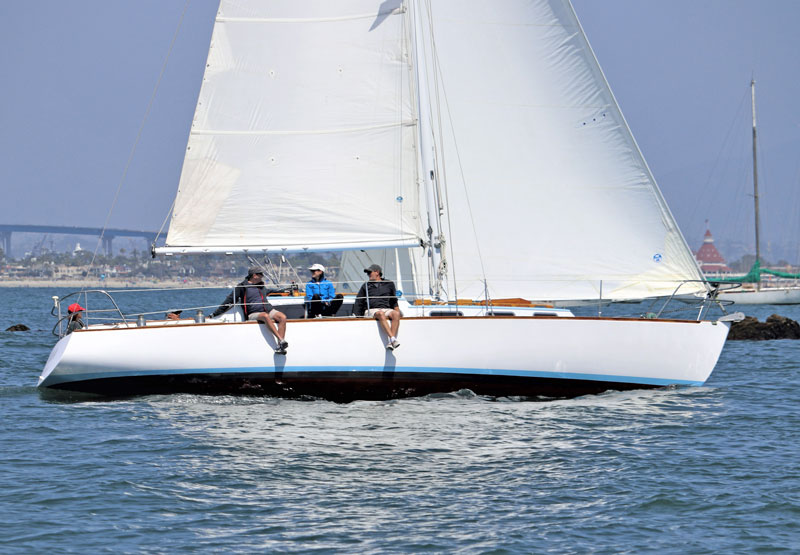 Lola sailing