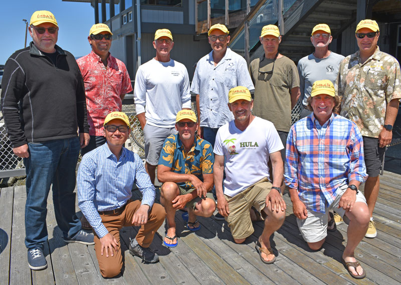 11 solo skippers with yellow Latitude hats