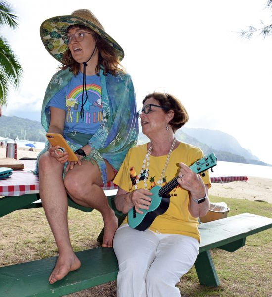 Two singers with ukuleles